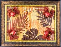 Natal spruce bonito das bolas do fundo As folhas no no quadro da imagem Imagens de Stock Royalty Free