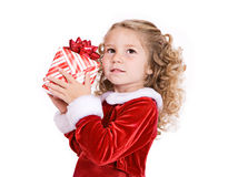 Natal: Suposição bonito da menina o que está no presente Foto de Stock Royalty Free