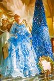 Natale Angel Doll che porta un vestito blu fotografia stock