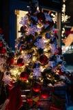 Natale blu di mery del bokeh della ghirlanda del giocattolo di Natale fotografie stock