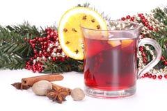 Natale, brances dell'abete e vino sciupato Immagini Stock