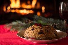 Natale budino e luce di natale sulla tavola di legno Immagini Stock Libere da Diritti