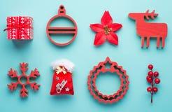 Natale che appende il giocattolo della decorazione, fondo bianco, Tra Immagine Stock Libera da Diritti