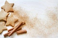 Natale che cuoce il fondo dell'alimento dei biscotti del pan di zenzero Fotografia Stock Libera da Diritti