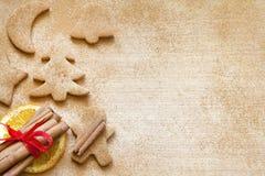 Natale che cuoce il fondo dell'alimento dei biscotti del pan di zenzero Fotografie Stock