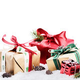 Natale che mette con i presente variopinti Fotografia Stock Libera da Diritti