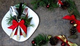 Natale che mette con le decorazioni festive Immagini Stock