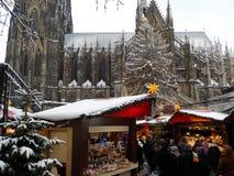 Natale in Colonia nevoso, Germania Mercati di Natale fotografia stock libera da diritti