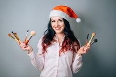 Natale d'uso Santa Hat del truccatore della donna fotografie stock libere da diritti
