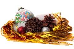 Natale degli ornamenti di Natale su fondo bianco Immagini Stock