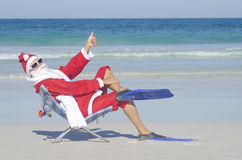 Natale del Babbo Natale alla spiaggia Immagini Stock