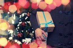 Natale della mano della pila del regalo Fotografia Stock Libera da Diritti