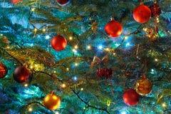 Natale della priorità bassa di accensione con le decorazioni Fotografie Stock