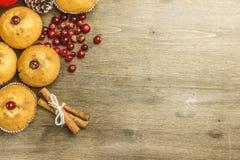 Natale di recente al forno del muffin del mirtillo rosso Fotografia Stock