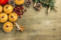 Natale di recente al forno del muffin del mirtillo rosso Immagine Stock Libera da Diritti