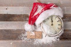 Natale e buoni anni 2017 di orologio con il cappello di Santa Immagini Stock Libere da Diritti