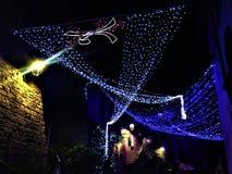 Natale e luci nella città di Viterbo, Italia Lustro luminoso come un diamante immagini stock libere da diritti