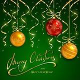 Natale e nuovi anni che segnano con le palle e la fiamma dorate Fotografia Stock Libera da Diritti