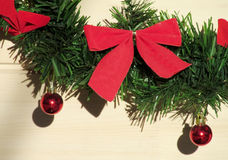 Natale e nuovi anni di arco rosso della decorazione Immagine Stock