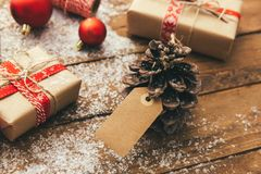 Natale e nuovo anno su un fondo di legno immagini stock