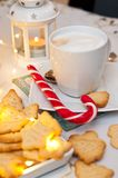 Natale ed estratto di natura morta del caffè con le luci principali calde Immagini Stock