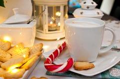 Natale ed estratto di natura morta del caffè con le luci principali calde Fotografie Stock Libere da Diritti