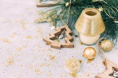 Natale fondo, candela e decorazioni Immagini Stock