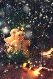 Natale fondo, cartolina d'auguri con il ramo di albero dell'abete e h Fotografia Stock Libera da Diritti