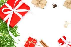 Natale fondo, contenitori di regalo rossi del regalo di Natale con briciolo Immagine Stock Libera da Diritti