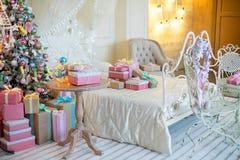 Natale interno nei colori pastelli Fotografie Stock Libere da Diritti