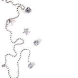 Natale, nuovo anno, fondo, ornamenti, perle, urti, vista superiore, disposizione piana su un fuoco di legno e molle Fotografia Stock Libera da Diritti