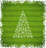 Natale pino e confine fatti dei fiocchi di neve sulle sedere di legno verdi Fotografia Stock Libera da Diritti