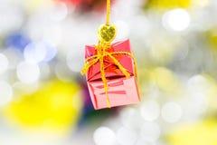 Natale rosso del contenitore di regalo fotografia stock libera da diritti