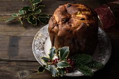 Natale tradizionale dolce italiano, panettone milanese Immagini Stock Libere da Diritti