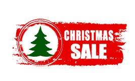 Natale vendita ed albero di Natale sull'insegna disegnata rossa Immagini Stock Libere da Diritti