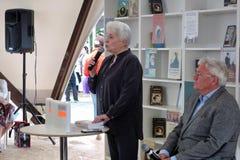 Natalia Dmitrievna Solzhenitsyna presenta un libro en el bokfair Imagen de archivo