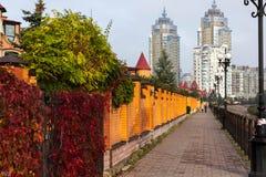 Natalka-Park, Kiew-Zwillinge eines Wolkenkratzers Lizenzfreie Stockbilder