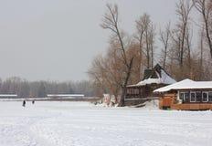 Natation d'hiver en rivière Photos stock