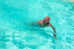 Natation d'homme Photo stock