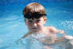 natation de gosse Images libres de droits