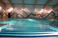 natation de regroupement d'intérieur Images stock
