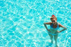 natation de regroupement de fille Photo stock
