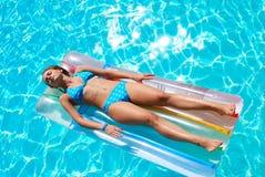 natation de regroupement de fille Photos libres de droits