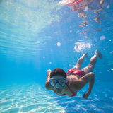 Natation sous-marine Photos libres de droits
