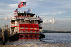 Natchez steamboat opuszcza port Obrazy Stock