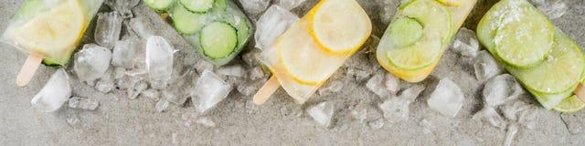 Natchnący wodni lodów popsicles fotografia stock