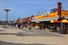 Nathan na schade door Orkaan Zandig bij Coney Island-Promenade wordt heropend die royalty-vrije stock foto's
