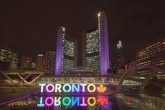 Nathan Philips kwadrat w Toronto przy nocą Obraz Stock