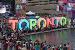 Nathan Phillip-vierkant in Toronto Stock Afbeeldingen