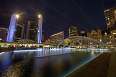 Nathan Phillips Square in Toronto stock foto's